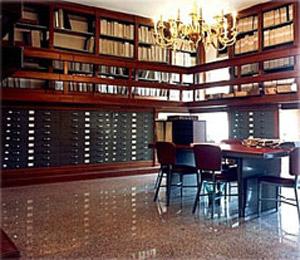 biblioteca sala di lettura