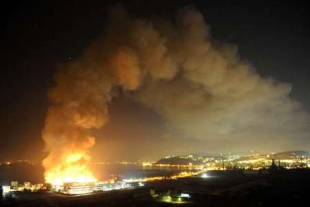 Napoli le fiamme divorano  la città della scienza
